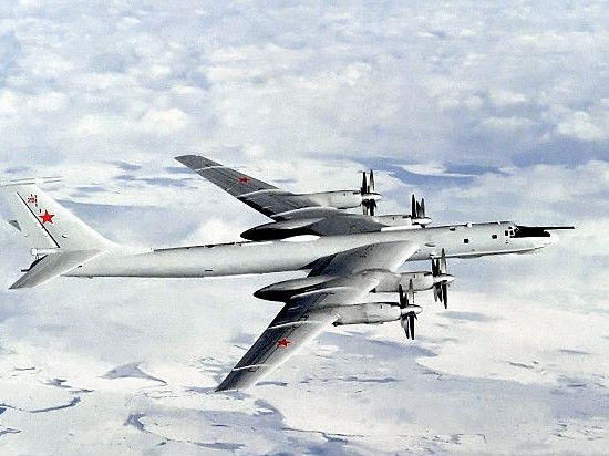 Япония бросила свои истребители на перехват российских Ту-142