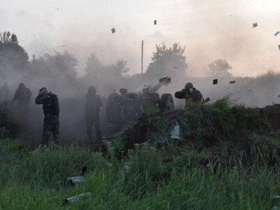 Луганск под минометным обстрелом: город обесточен, поезда не ездят