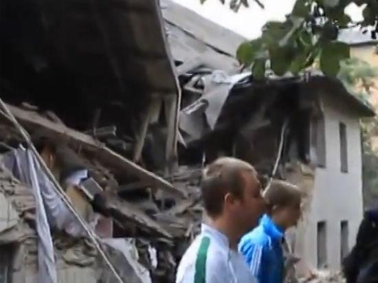 Украинская авиация разбомбила в Снежном две многоэтажки и налоговую