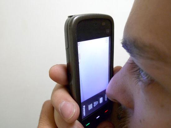 Караульным запретят даже смотреть на мобильник
