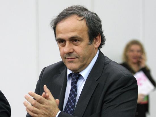 Платини не помешает Блаттеру на выборах в президенты ФИФА, но и поддерживать не будет