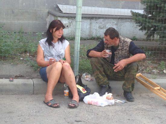 Взбитыми сливками бомжи словили проститутку