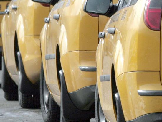 Московских ветеранов поздравят бесплатной поездкой на такси