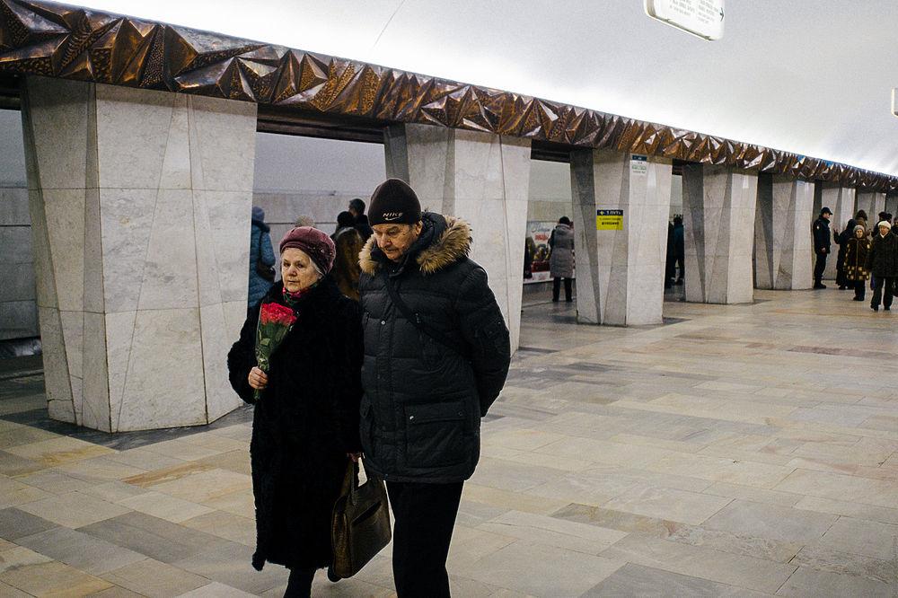 Как проходила панихида по Борису Немцову: цветы, лозунги и флаги