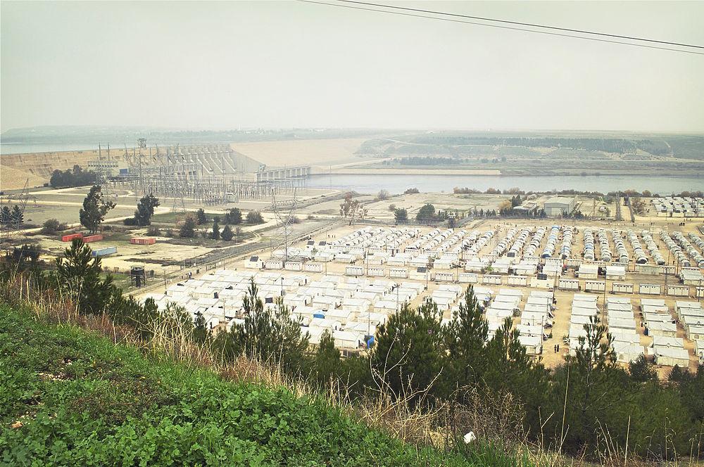 Как живут сирийские беженцы в турецком лагере у Евфрата?