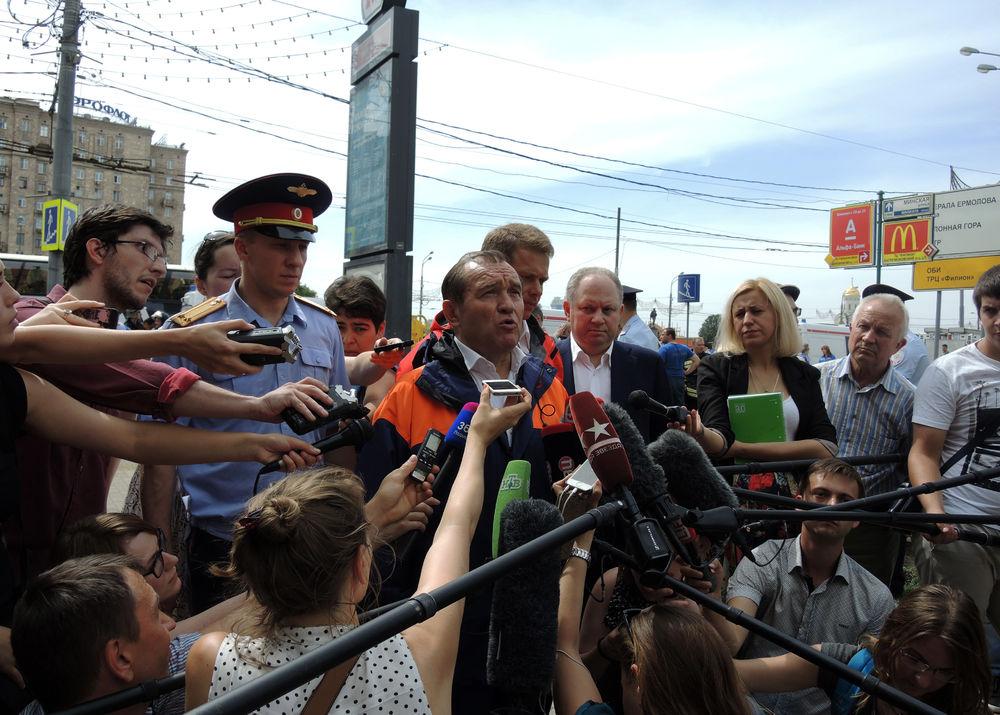 ЧП в московском метро: кадры с места трагедии
